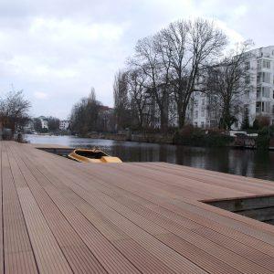 Holzterrasse/Anleger